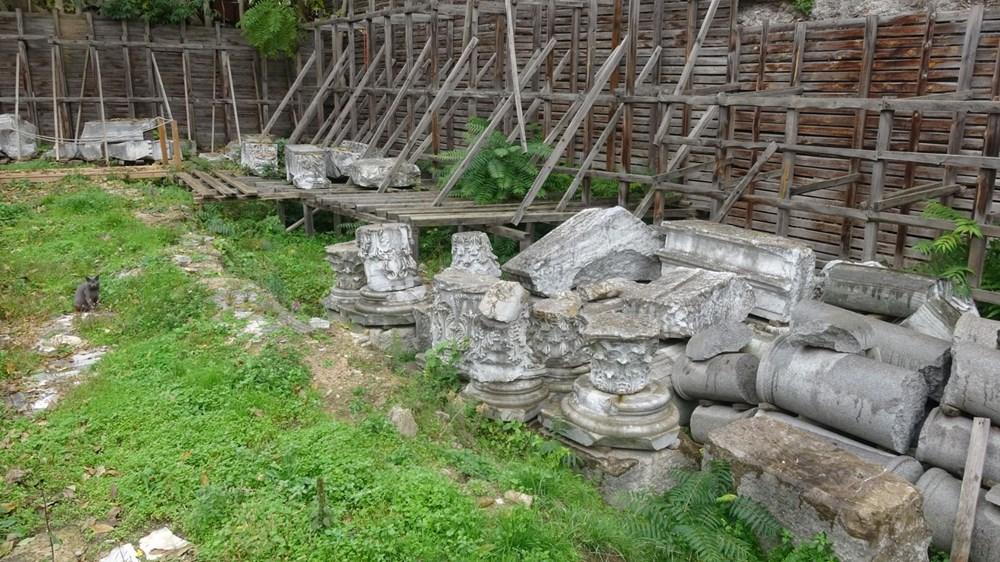 Bina yıkıldı, tarihi eserler ortada kaldı - 3