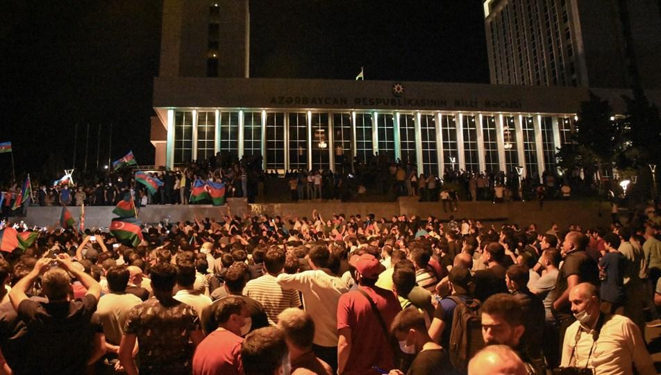 Azerbaycan'da halk seferberlik talebiyle yürüdü