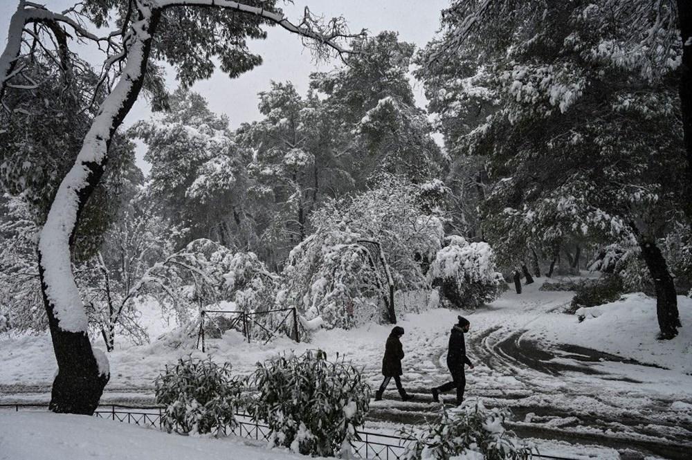 12 yıllık özlemin ardından Atina'da heyecan yaratan kar Girit ve Eğriboz'da iki can aldı - 5