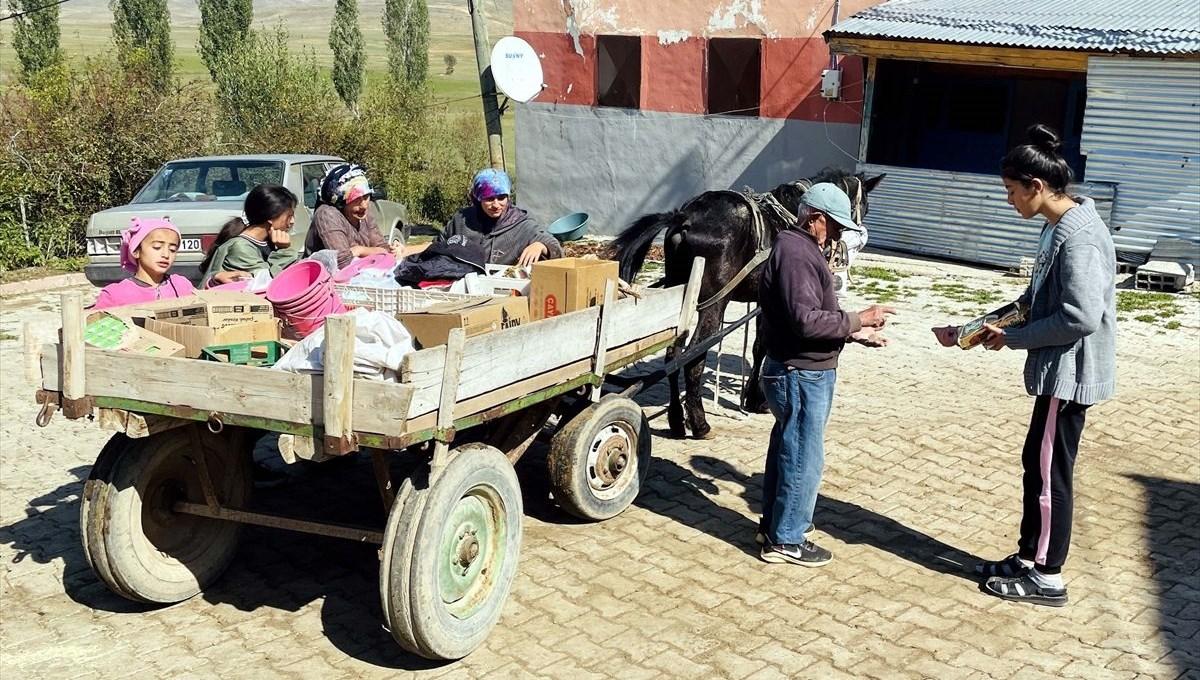 Atıyla aşındırdığı yollarda 54 yıldır köy köy gezip çerçilik yapıyor