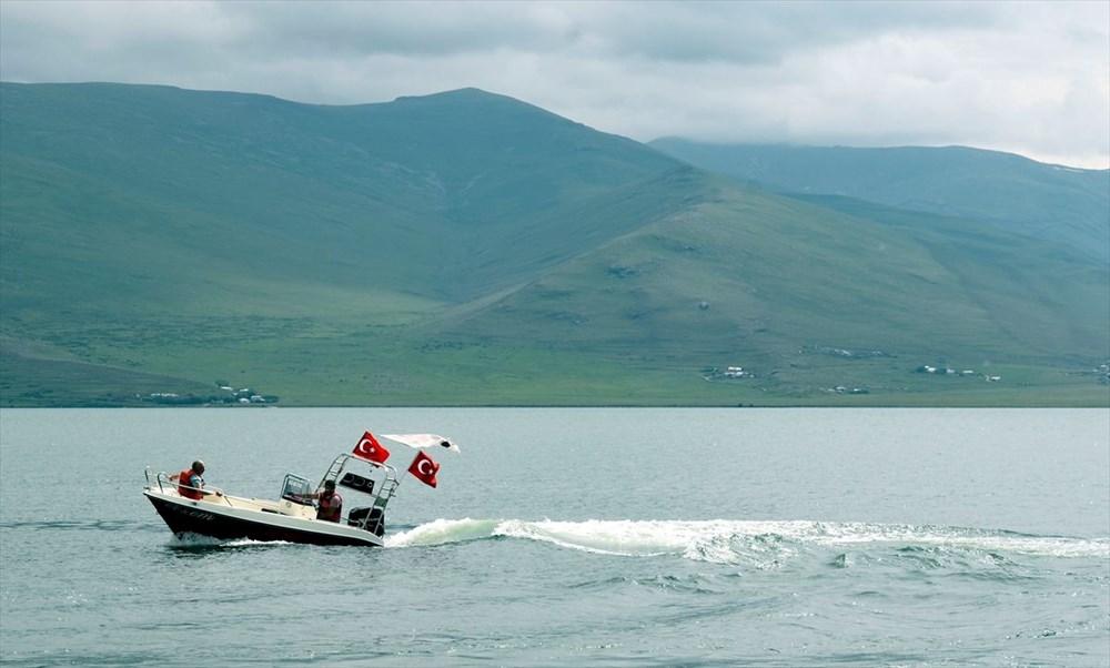 Çıldır Gölü'nde kışın atlı kızak, yazın tekne turu - 4