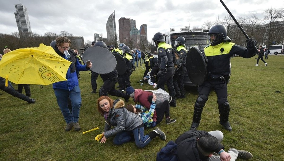 Anti-quarantine demonstrations in the Netherlands: police intervention was harsh