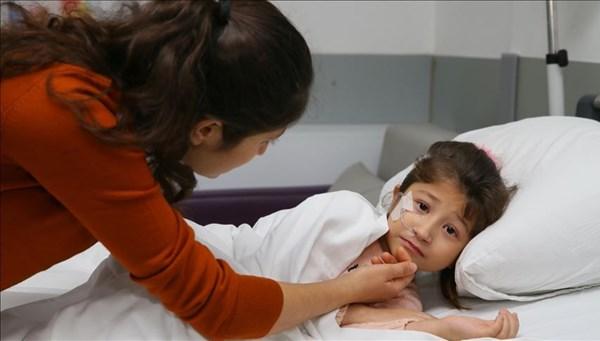 Mantar zehirlenmesi karaciğerinden etti, annesi ikinci kez hayat verdi