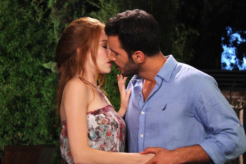 Kiralık Aşk, Star TV ekranlarında her cuma 20.00'de ekrana geliyor.