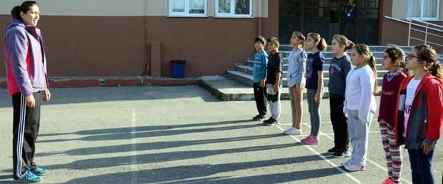 İlkokul öğrencilerine oyunla iç içe beden eğitimi dersi ntv