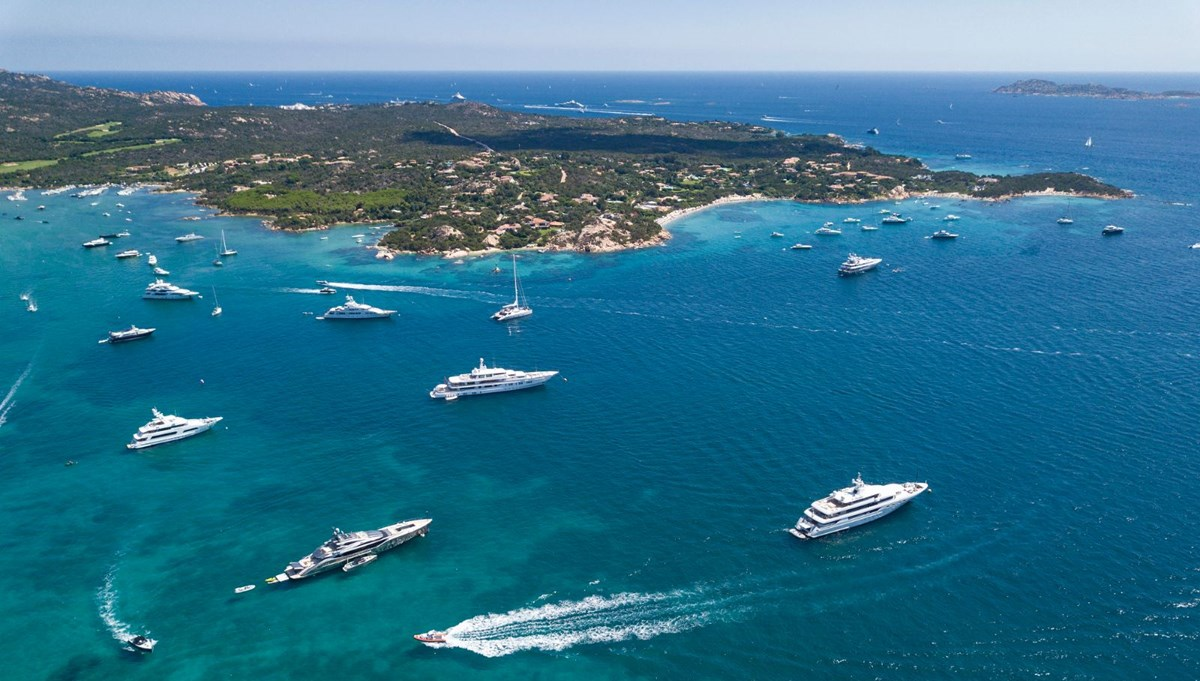 The rich who want to escape the Corona virus pandemic spent more than 12 billion dollars on superyachts this year