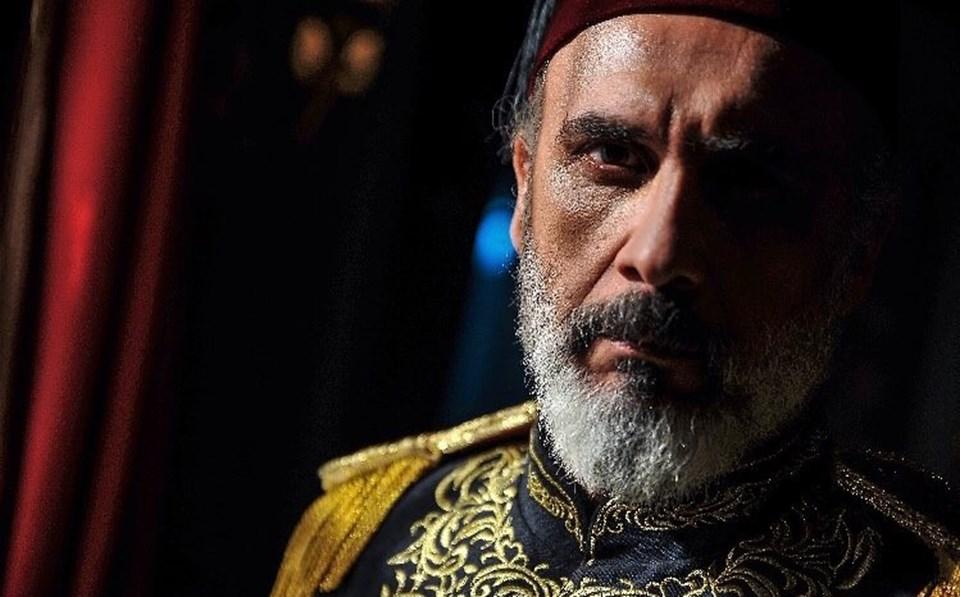 Alper Atak Payitaht Abdülhamid dizisinde Holo Paşa'yı canlandırıyor.