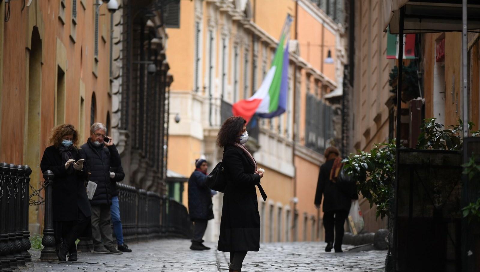 İtalya, Covid-19 vakalarında 10 gün içinde düşüş bekliyor