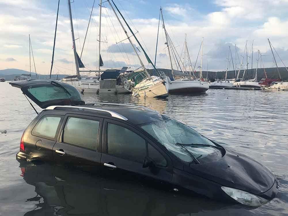 Seferihisar'da tsunami: Sokakları deniz suyu bastı - 6