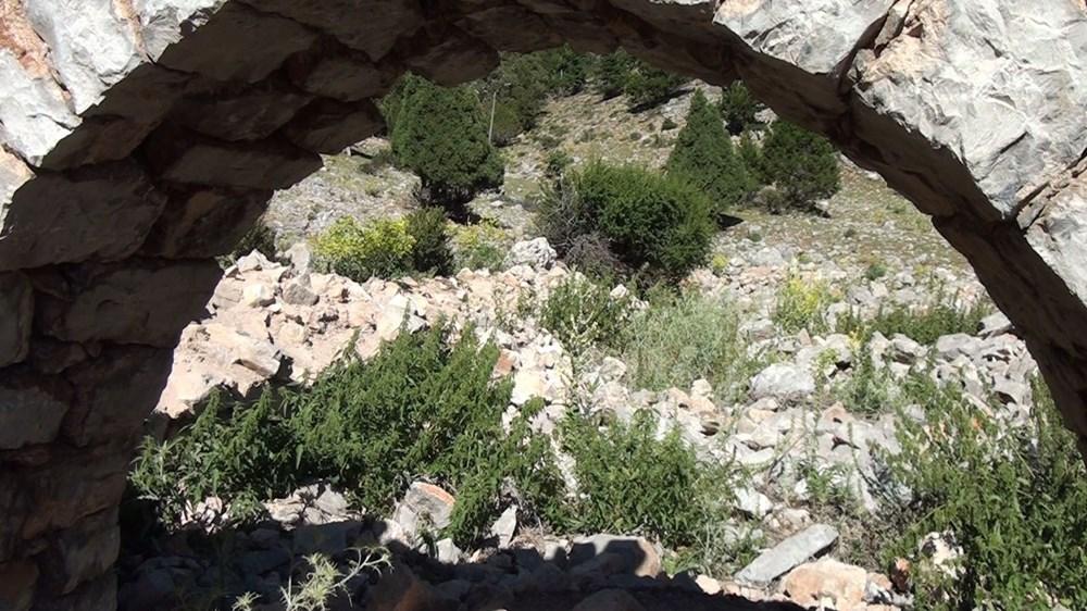 Tarihi Nodar Han ve hana ait kemerli kuyu define avcıları tarafından talan edildi - 6