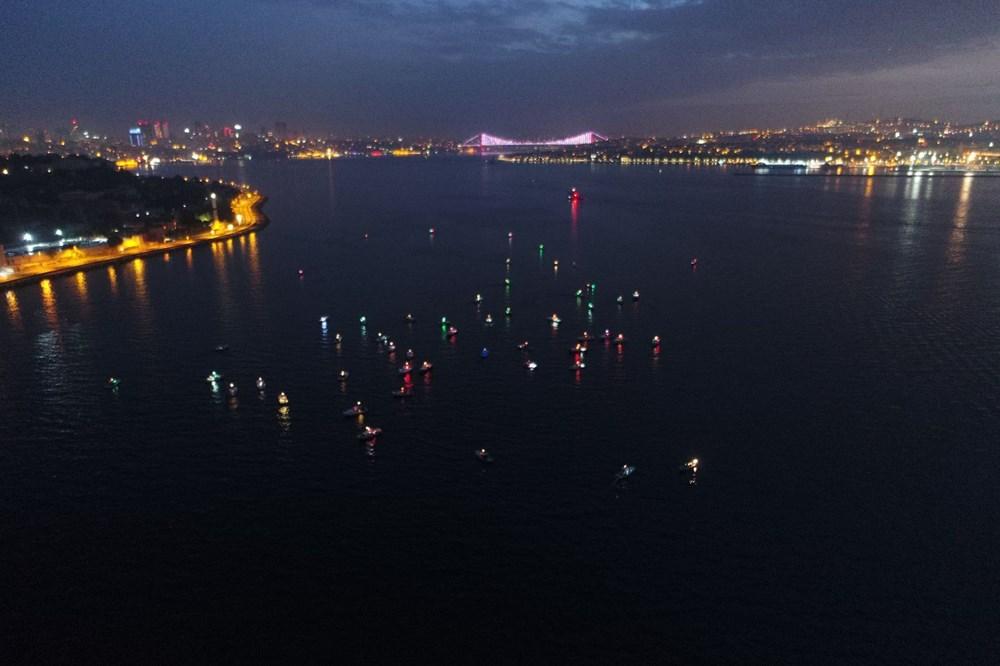 İstanbul Boğazı'nda balıkçıların zorlu mesaisi - 1