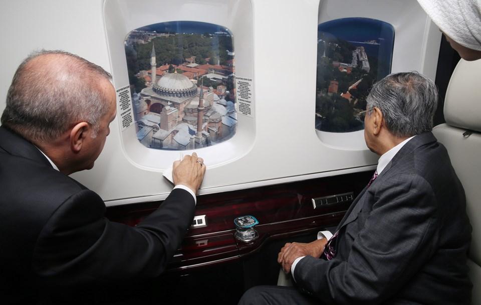 Cumhurbaşkanı Erdoğan, Malezya Başbakanı Mahathir Muhammed'e havadan İstanbul'u tanıttı