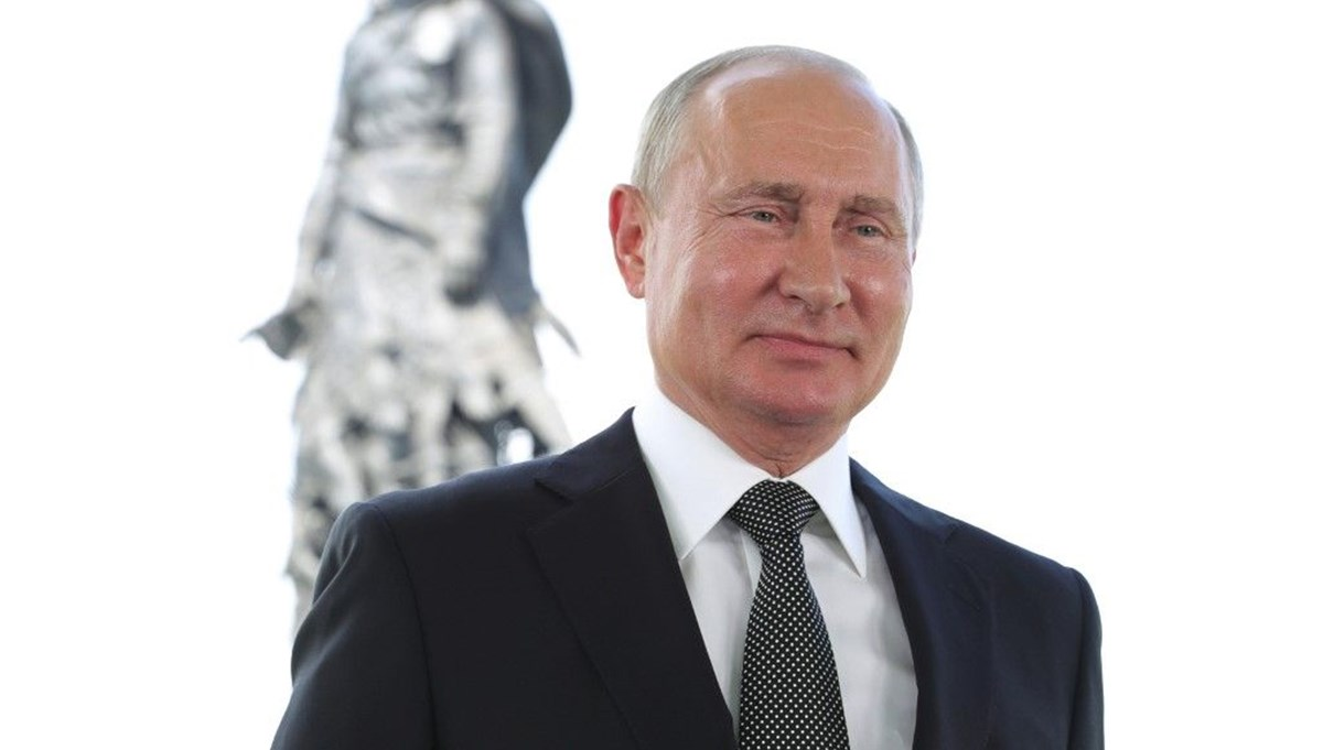 Putin kabinesinde değişikliğe gitti:Üç bakan görevden alındı