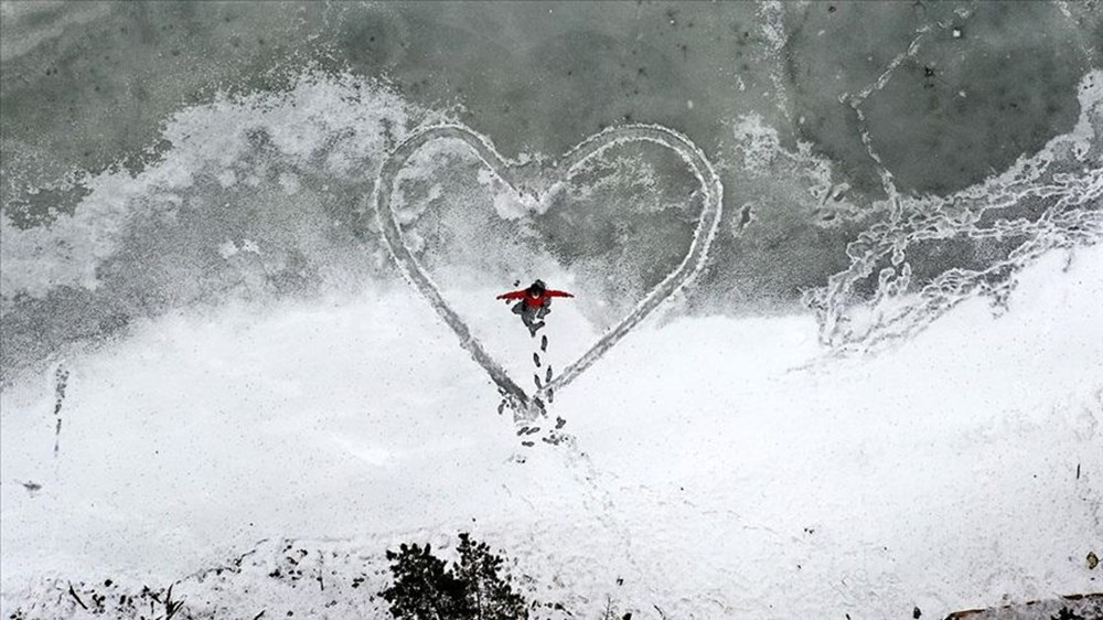 Gümüşhane'de yüzeyi buz tutan Limni Gölü ziyaretçilerini büyülüyor - 2