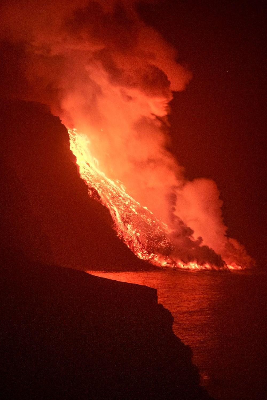 La Palma'da yanardağ nedeniyle evlerini kaybeden halk psikolojik yıkım yaşıyor - 10