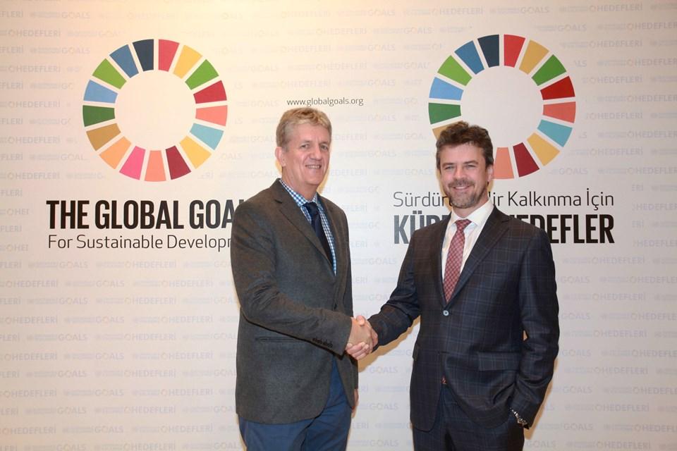 Türk Telekom Grubu Teknoloji Genel Müdür Yardımcısı Dr. Coşkun Şahin ve UNDP Avrupa ve BDT İstanbul Bölgesel Merkezi Sürdürülebilir Kalkınma Ekip Lideri George Bouma
