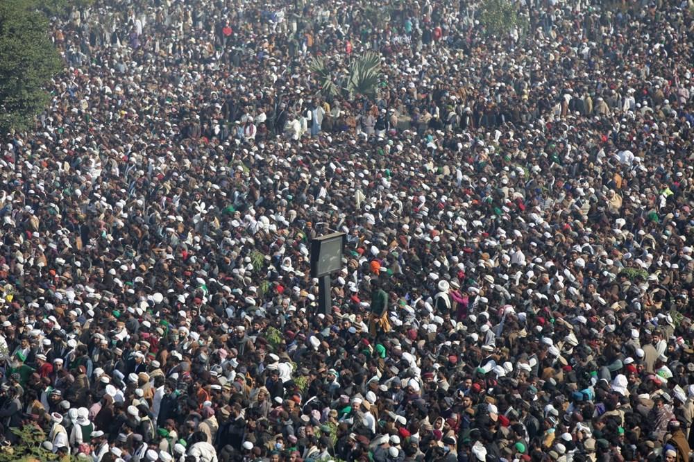 Pakistan'da on binler cenazeye katıldı - 9