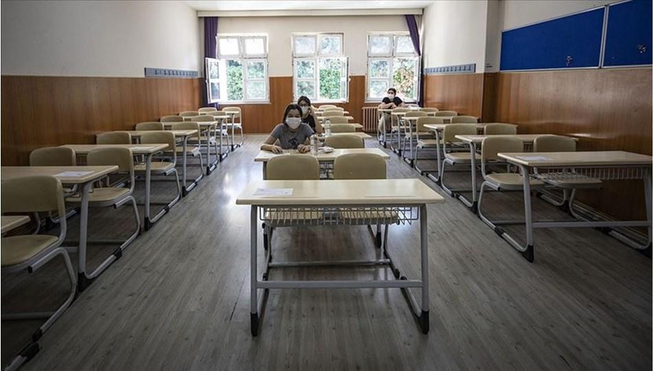 5 sınıf daha bugün okula döndü