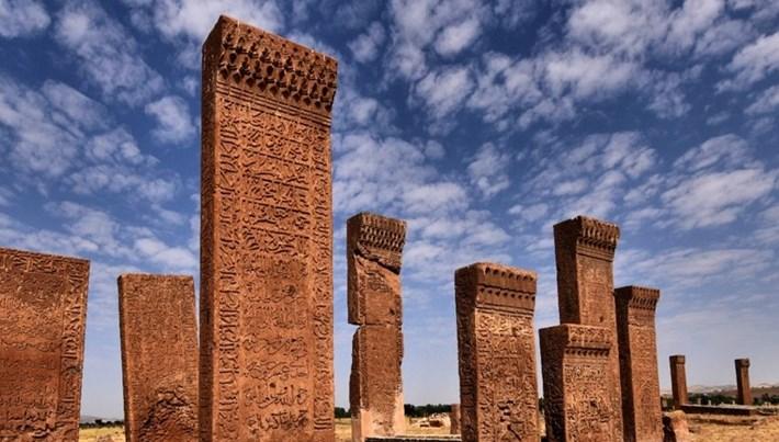 Selçuklu mirası 'Ahlat' sakin şehir oldu