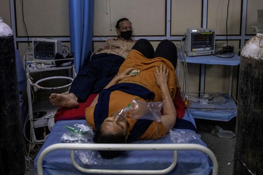 Hindistan'da günlük Covid-19 vaka sayısı üst üste rekor kırdı: İki hasta aynı yatakta tedavi görüyor - 3