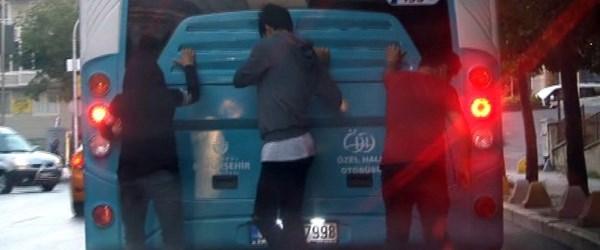 Patenli gençlerin trafikte ölümle oyunu kamerada