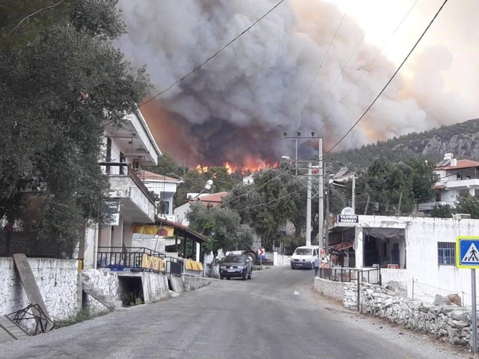 Gökbel Köyü alevlerin yaklaşması sonucu boşaltıldı.