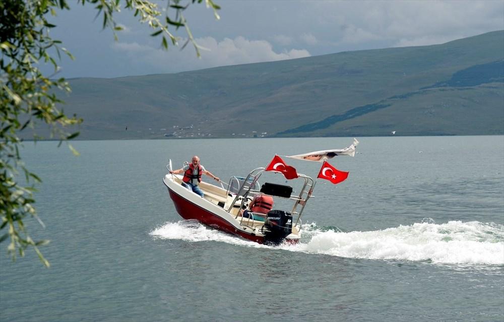 Çıldır Gölü'nde kışın atlı kızak, yazın tekne turu - 8