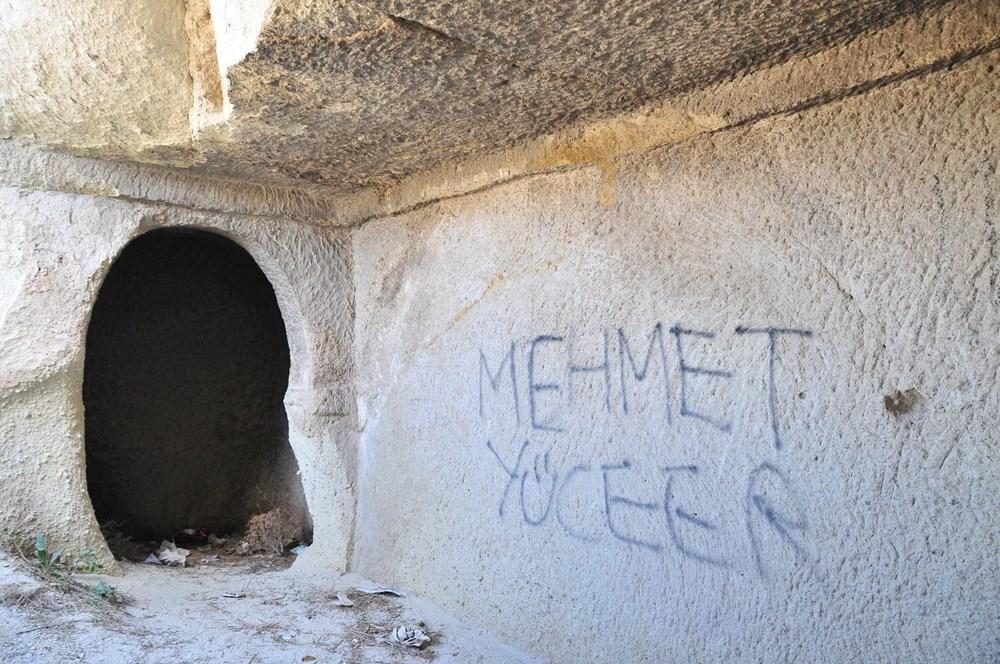 Kapadokya'da peribacalarına sprey boyalı tahrip - 9
