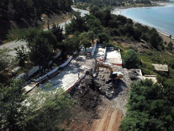 Salda Gölü kenarındaki kaçak tesis yıkıldı