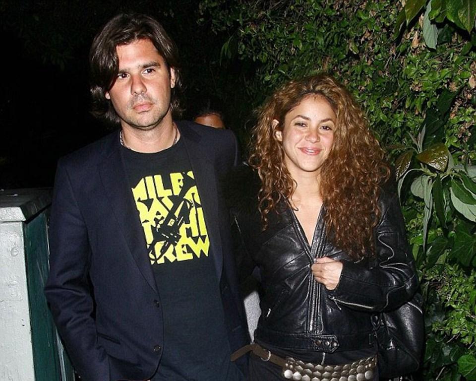 Shakira eski sevgilisi De la Rua'yla birlikteken... Şarkıcı artık Barcelonalı futbolcu Gerard Pique'yle beraber.