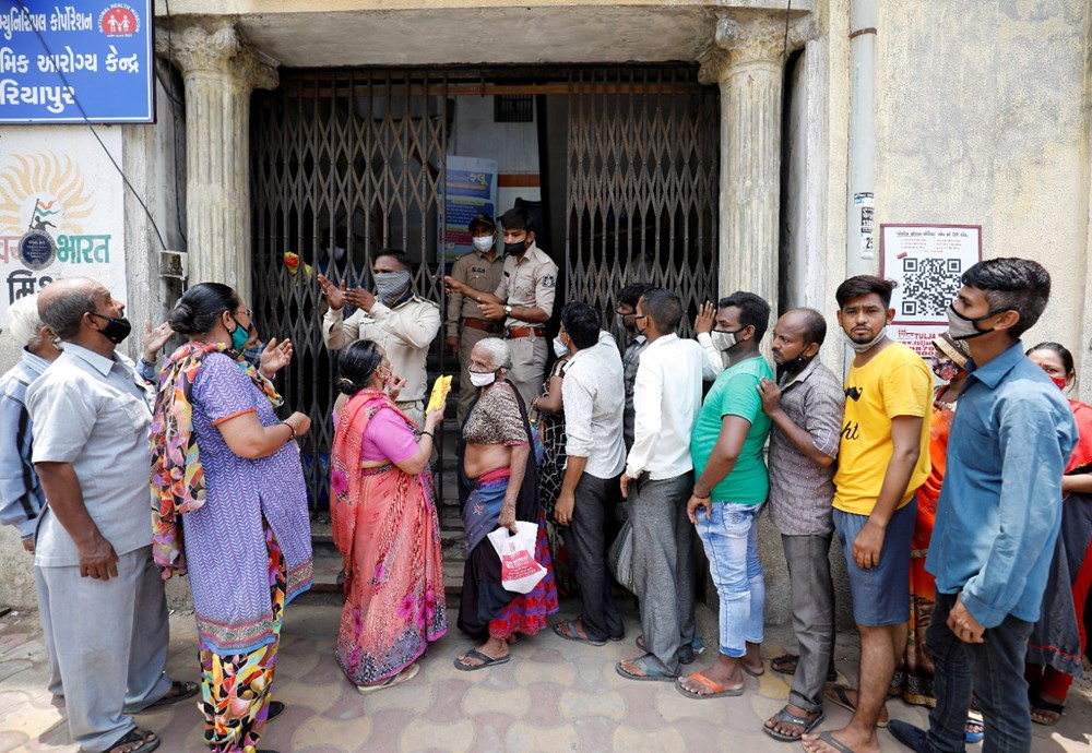 Hindistan'da binlerce kişiye Covid-19 aşısı yerine tuzlu su enjekte edildi - 9