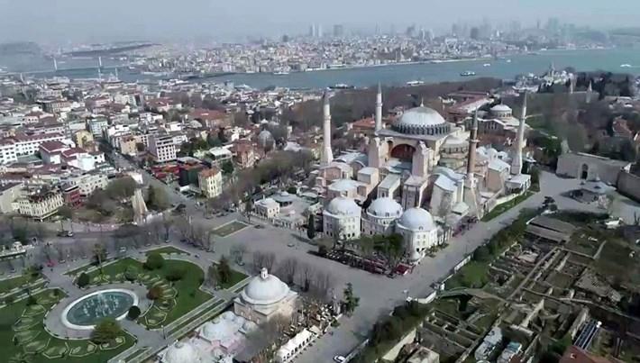 Sultanahmet Meydanı'nda turistlere drone'lu uyarı