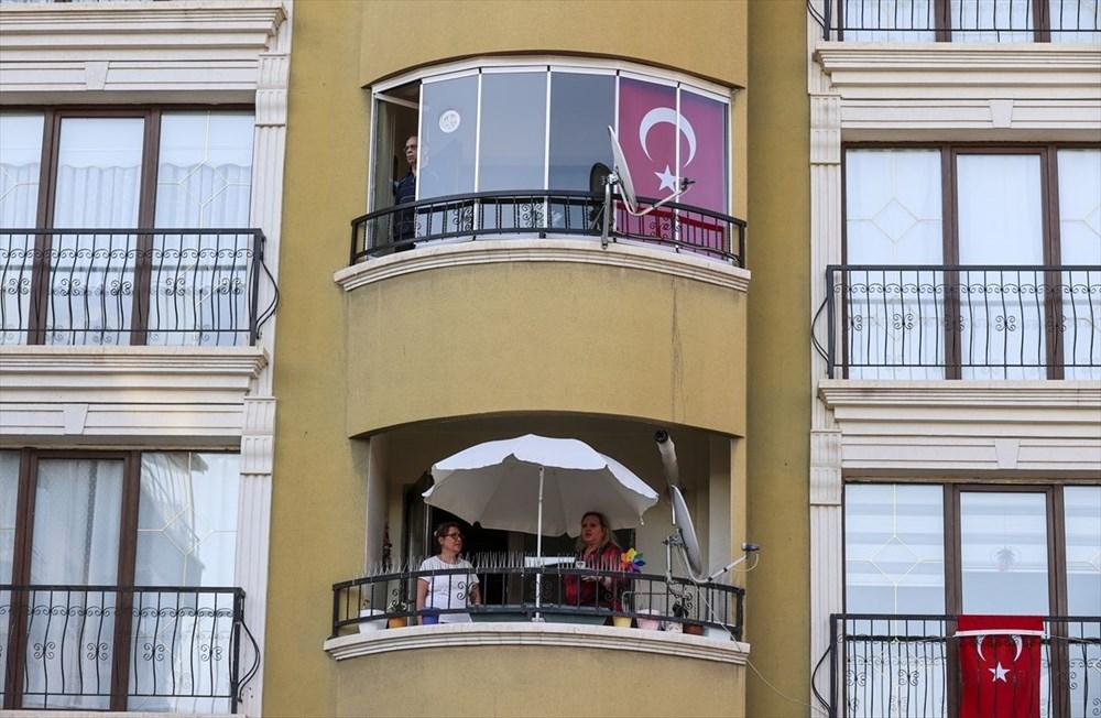 19.19'da İstiklal Marşı balkonlardan okundu - 4