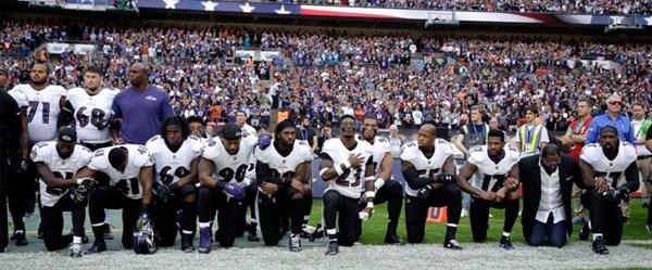 NFL, milli marşta diz çökenlere ceza verecek