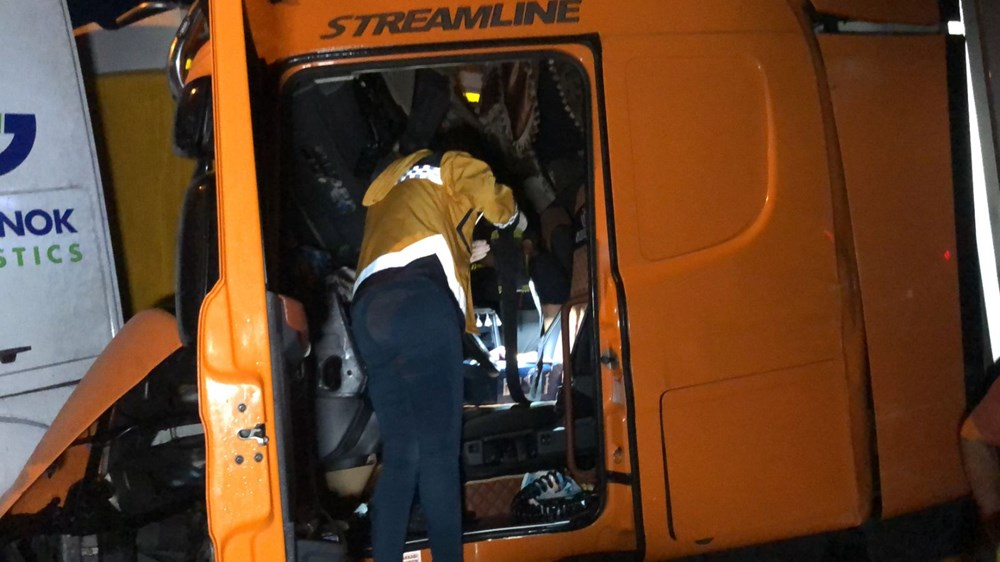 TEM'de zincirleme kazada 20'den fazla araç birbirine girdi: 15 yaralı - 3