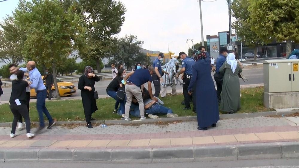 Selama pengintaian, mereka menyerang pengemudi wanita, polisi turun tangan dengan gas air mata - 3