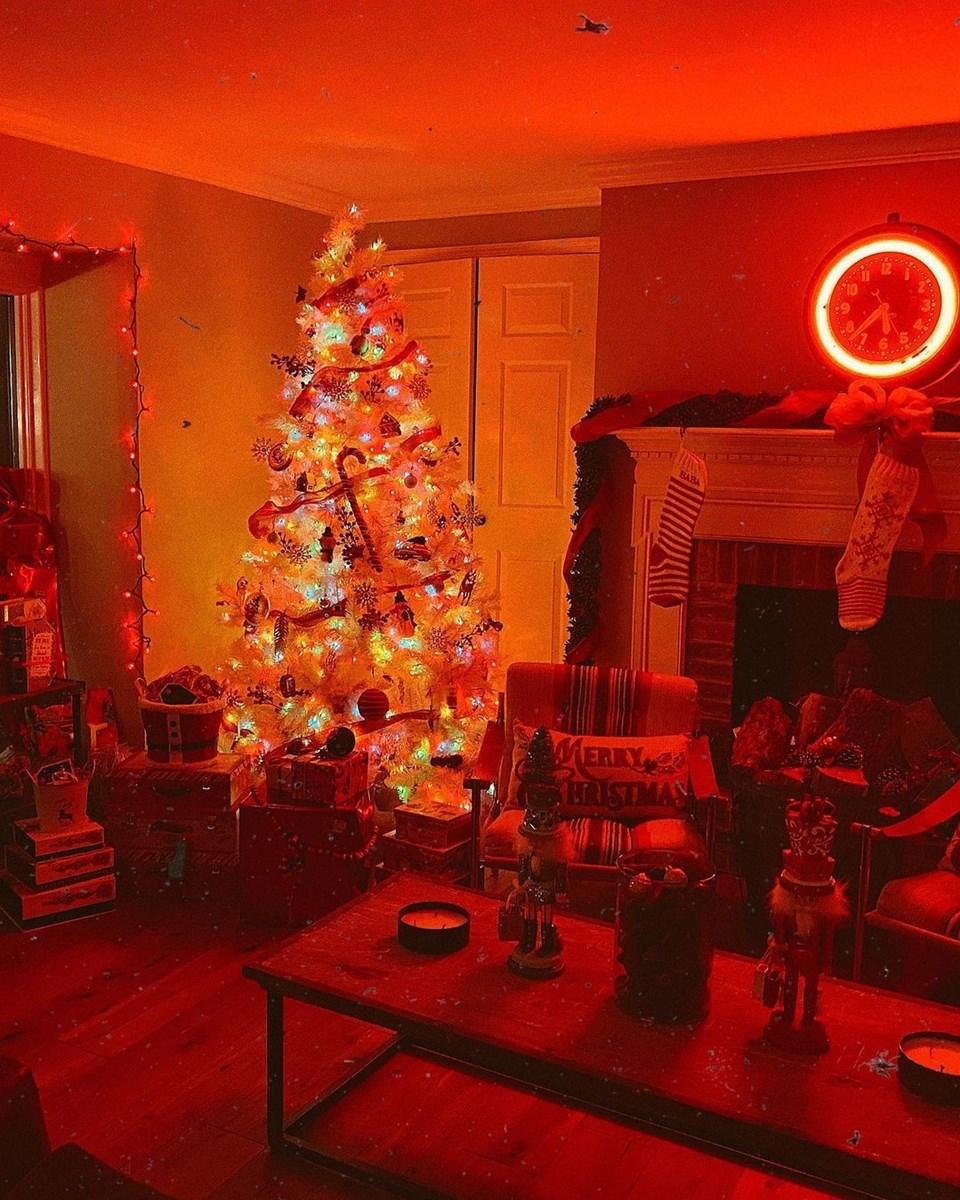 Gigi Hadid, evlerine erkenden Noel süslemesi yaptıklarını söyledi.