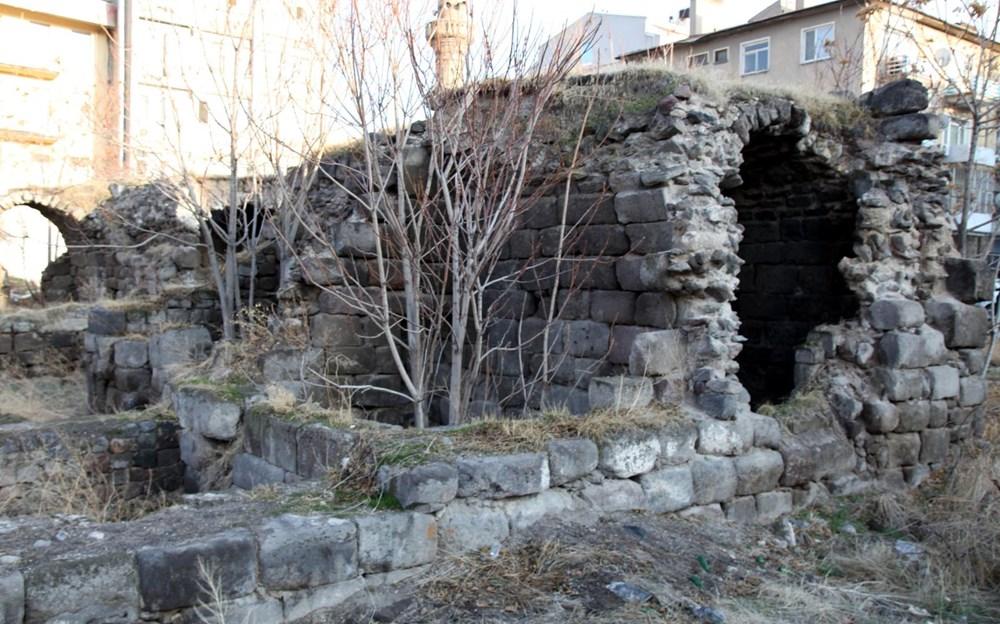Kayseri'de tarihi medrese harabeye döndü - 2