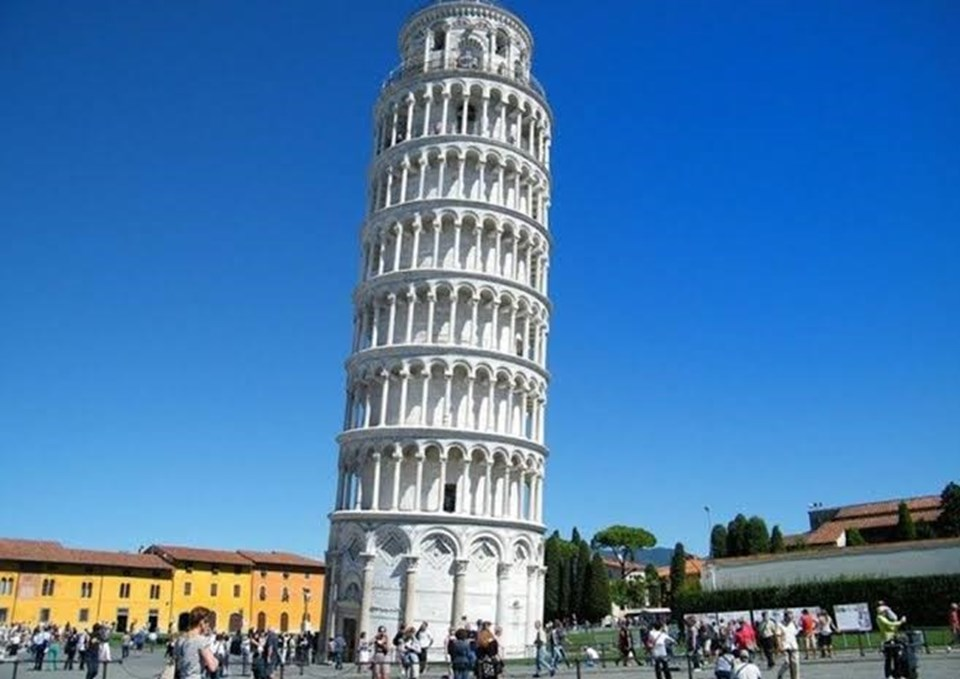 3.5 derece eğimli Pisa Kulesi