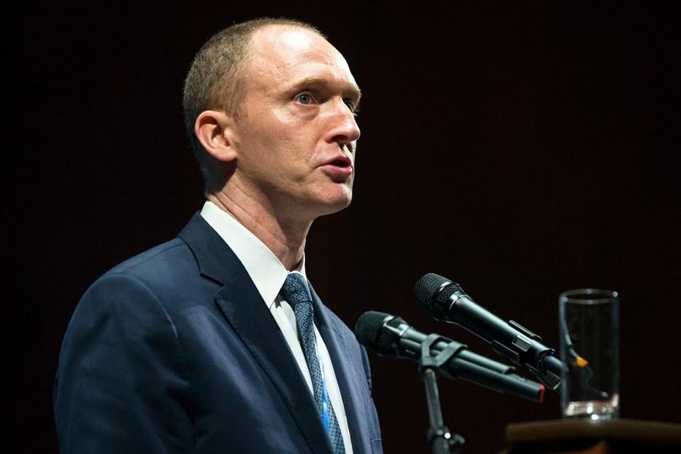 Trump'ın Rusya bağlantısını işadamı Carter Page'ın sağladığı belirtiliyor. Page'in ABD seçimi öncesi ve sonrasında Moskova'ya gizli ziyaretler gerçekleştirdiği ileri sürülüyor.