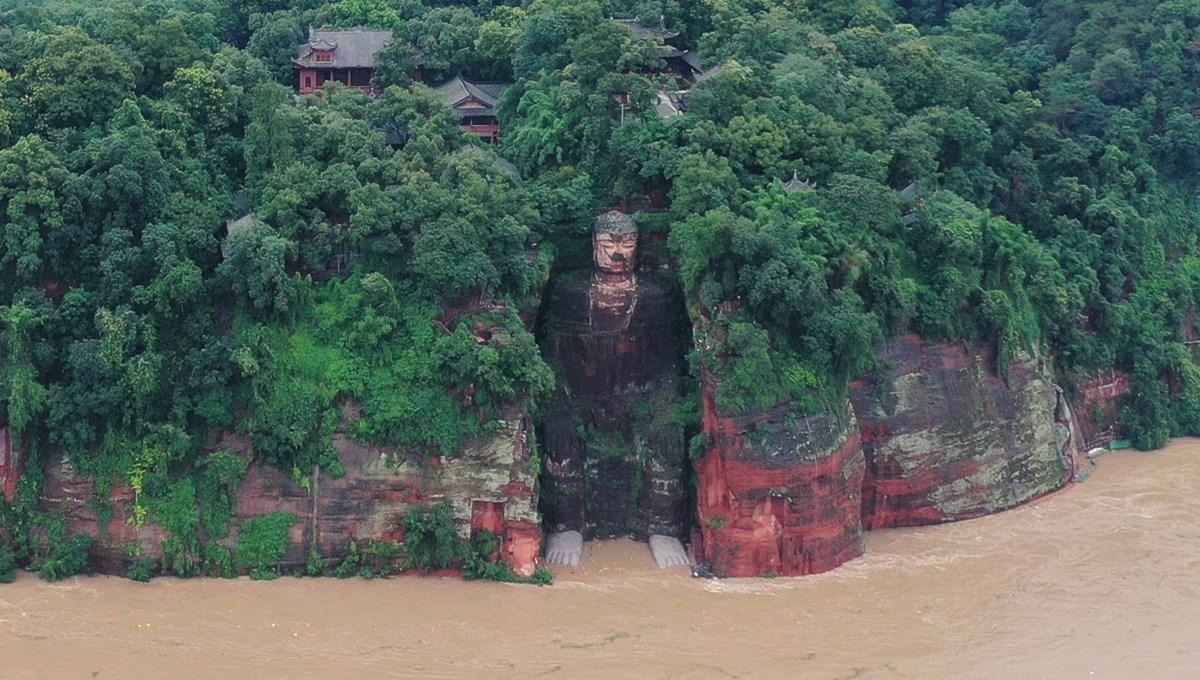 Çin'de dünyanın en büyük Buda heykeli tehlike altında