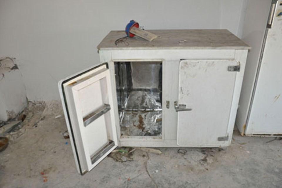 Kullanılmayan buzdolabı.