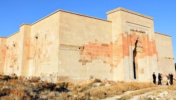 9 asırlık Selçuklu kervansarayına restorasyon