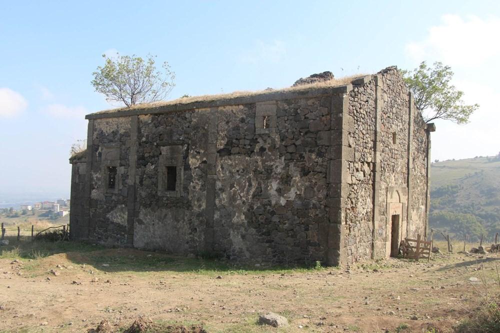 Defineciler tarihi kiliseyi talan etti - 13