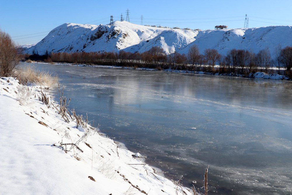 Türkiye'nin en soğuk yeri Sivas Altınyayla oldu, Kızılırmak kısmen buz tuttu - 11