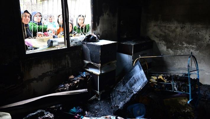 Evi yanan 3 çocuk annesi gözyaşlarına boğuldu<br />