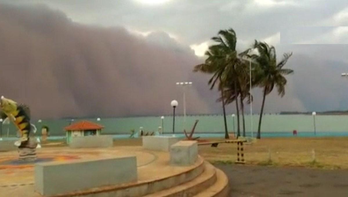 Denizin üzerinde kum bulutu oluştu