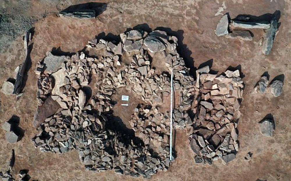 Sibirya'da 2 bin 500 yıl önce ölen savaşçı çift ile bebeğinin mezarı bulundu - 3