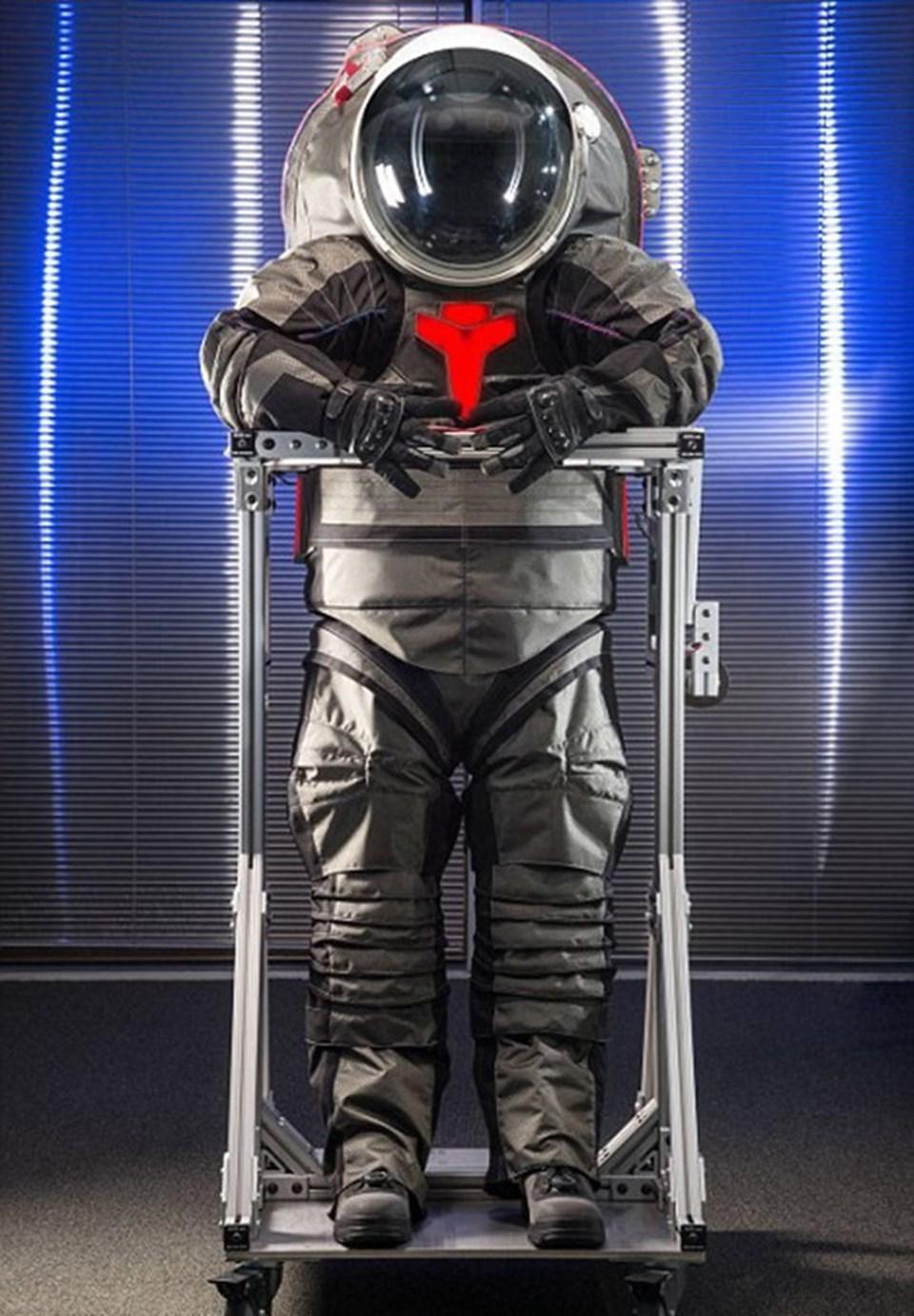 Astronot kıyafetinin bir başka artısı ise 3D yazıcılar vasıtası ile üretilecek olması. Bu sayede ihtiyaç duyulması halinde yeni giysiler Mars'taki modülde yapılabilecek.