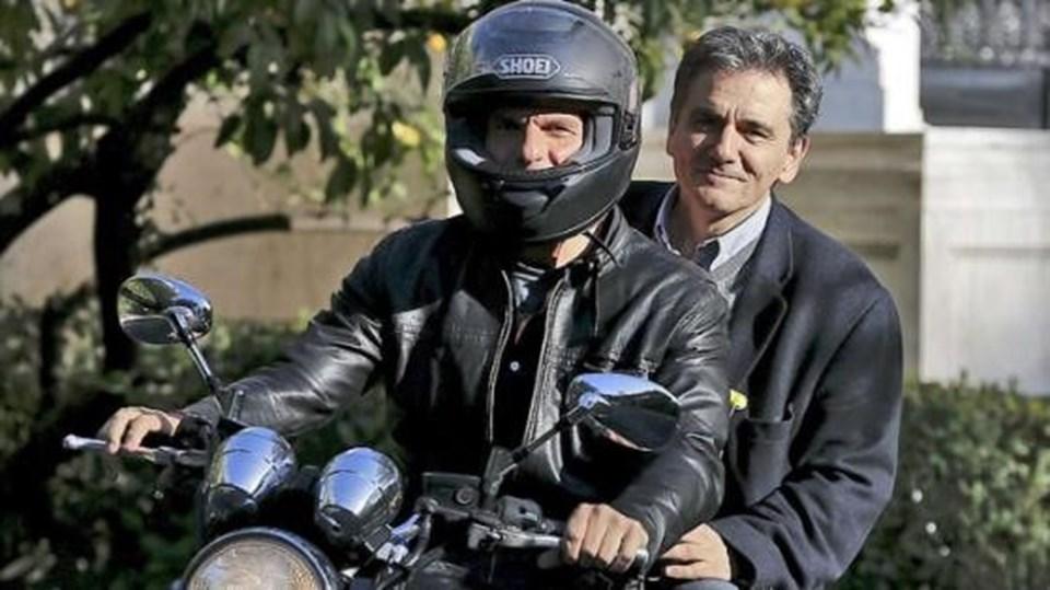 AB ile yürütülecek borç müzakerelerinde Varufakis'in yerine Dışişleri Bakan yardımcısıEuclid Sakalotos (sağda) geldi.